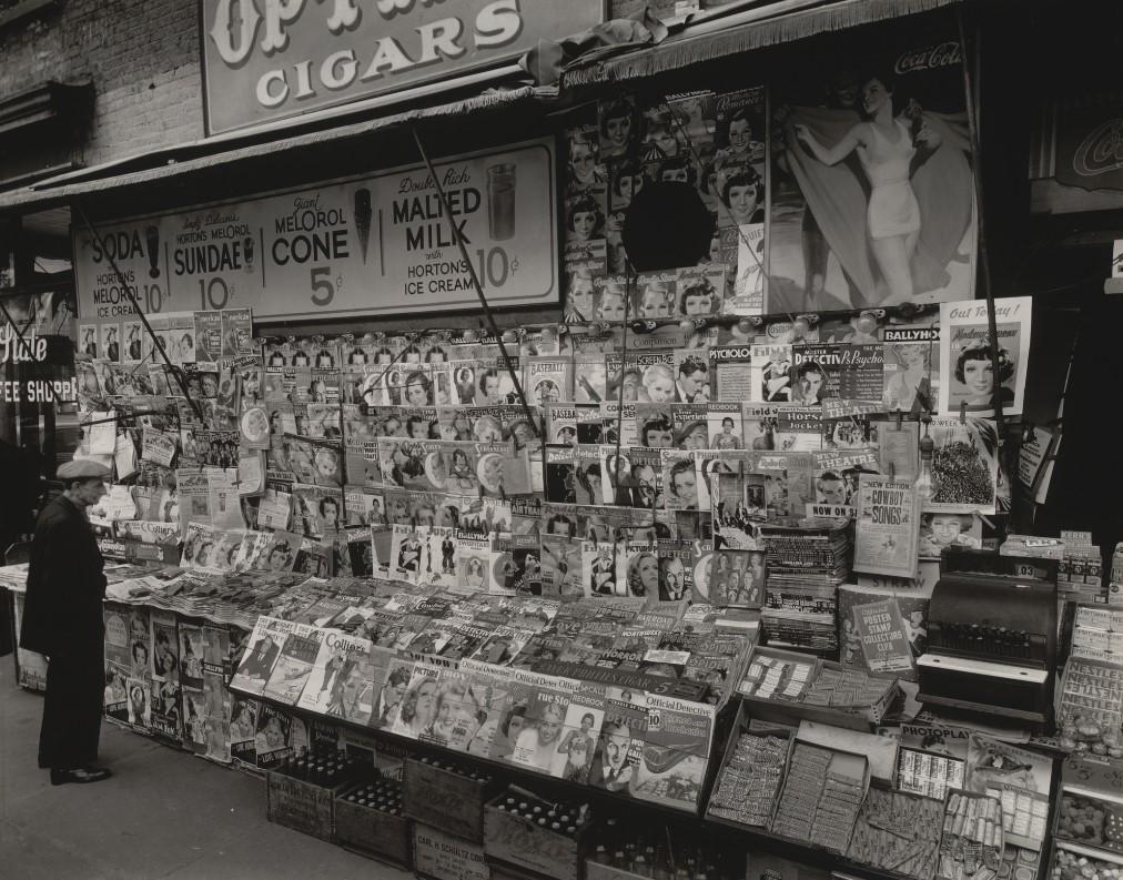 fotografa-berenice-abbott-kiosko-newyork