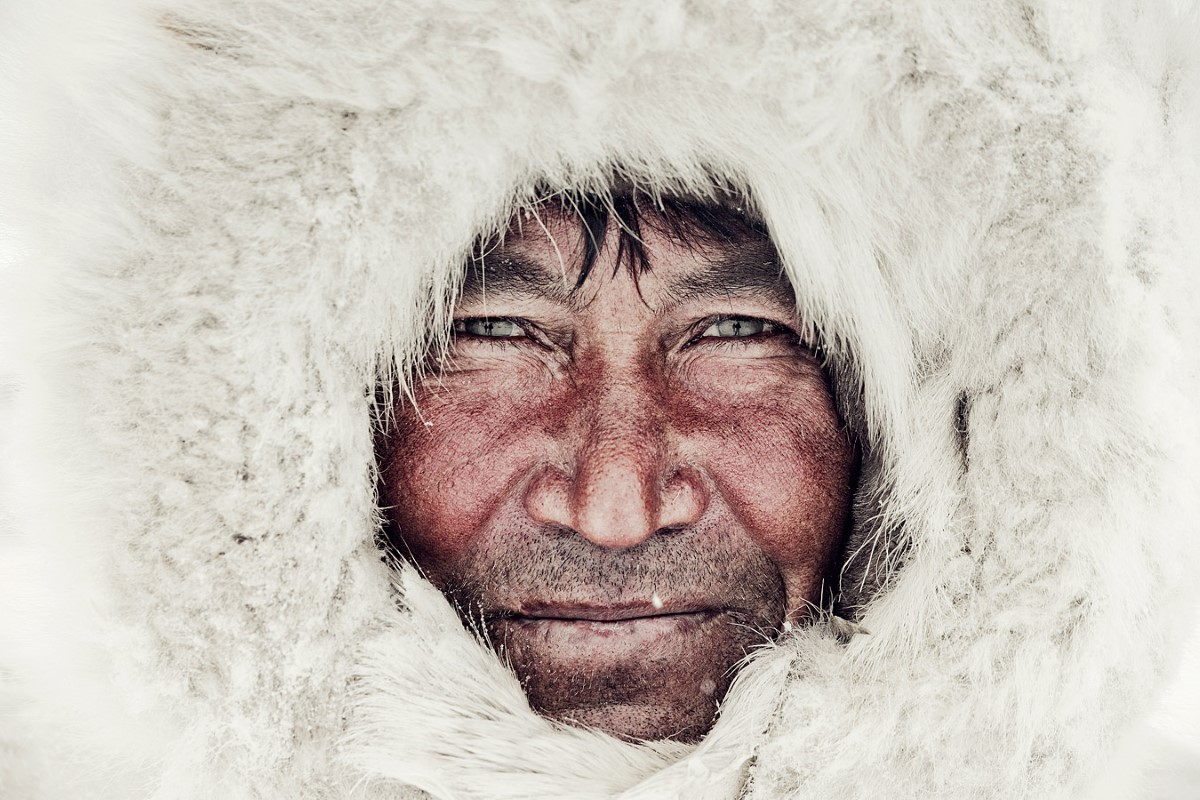 jimmy-nelson-fotografo-inuit-reflejo-nenet-8