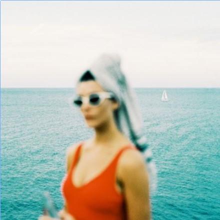 Mónica Fiueras, fotógrafa editorial, sabe perfectamente cómo retratar el verano