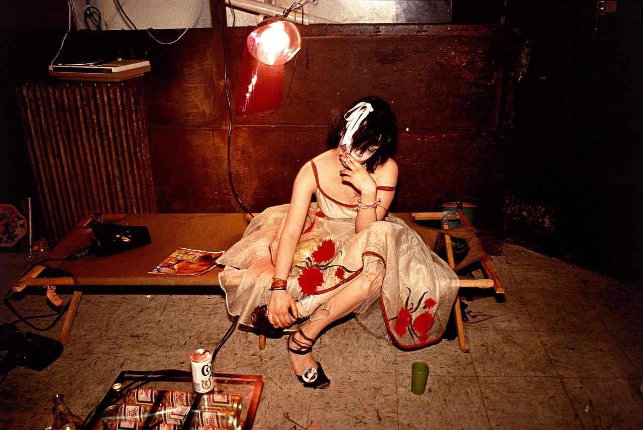 fotografía nan goldin, fotógrafa del underground neoyorkino