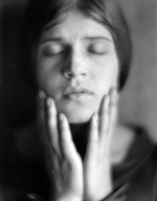 Tina Modotti fotografiada por Edward Weston
