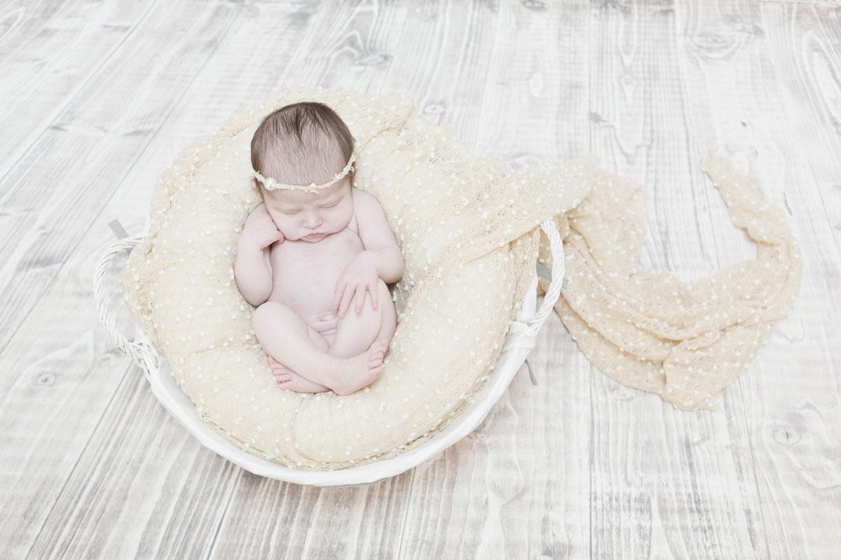 sesion de fotos recién nacida en Vitoria Gasteiz.
